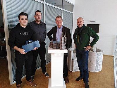 Brohl Wellpappe Mayen gratuliert Yll Gashi zur hervorragenden Prüfung zum Packmitteltechnologen