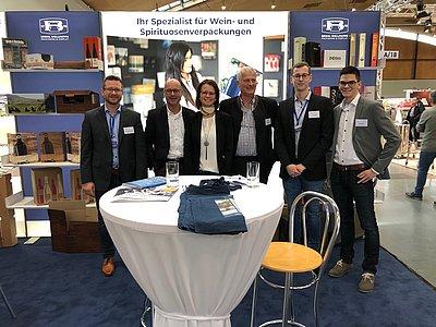 Winzerservice Messe Karlsruhe Brohl Wellpappe Mitarbeiter Weinverpackungen