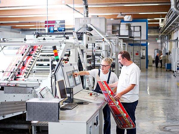Inline Kaschieranlage für Verpackungen bei Brohl Welllpappe in Föhren