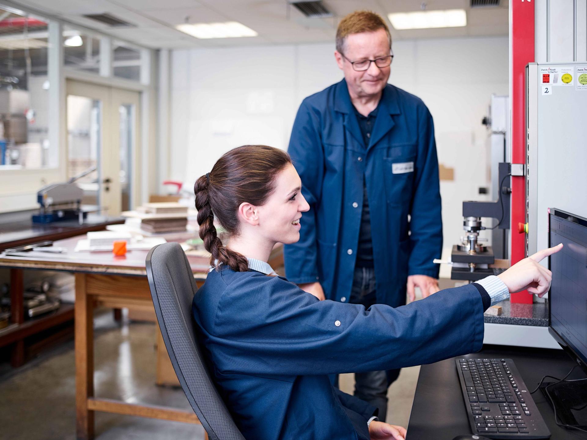 Praktikant im Labor von Brohl Wellpappe in Mayen