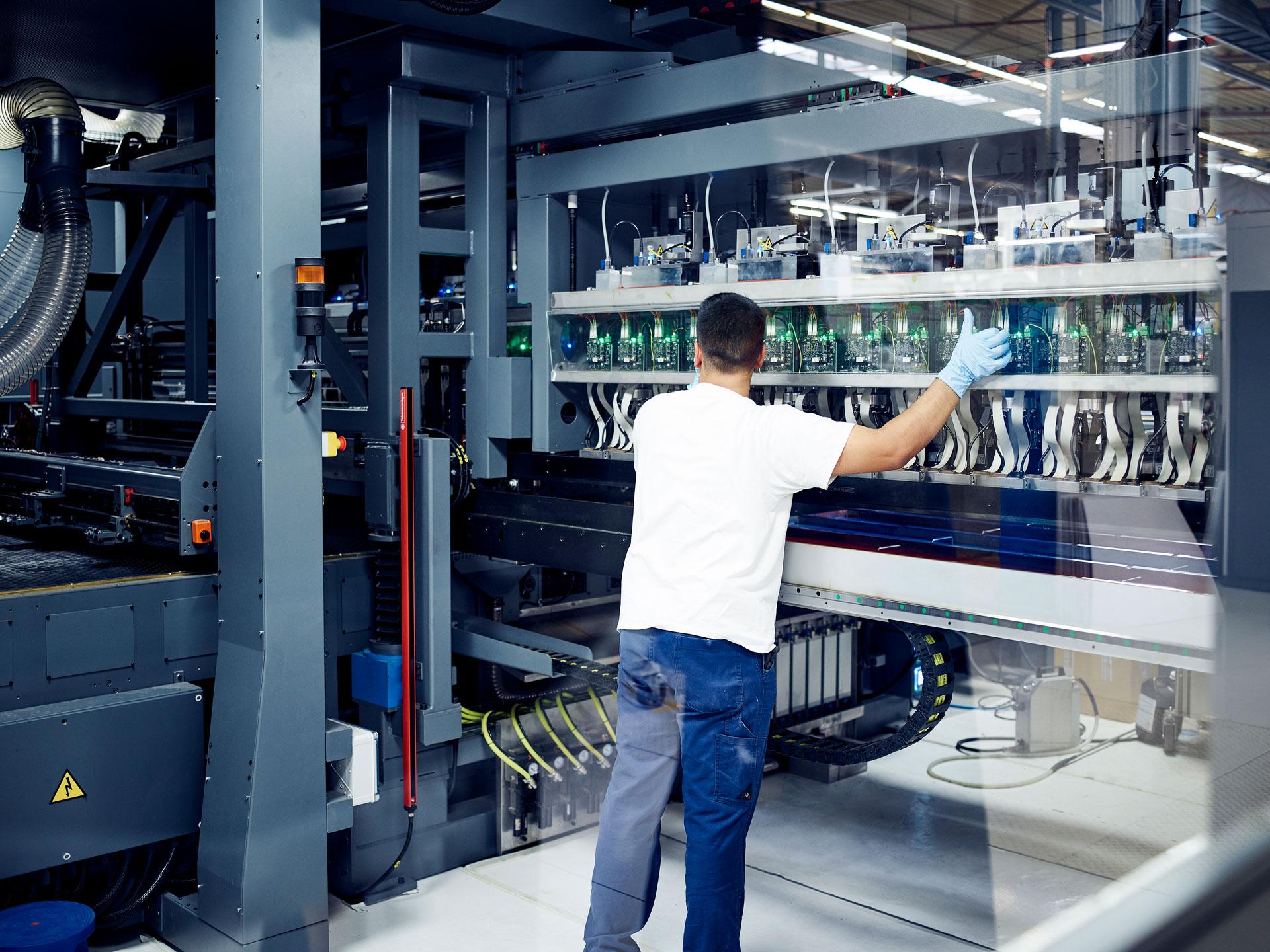 [Translate to Niederländisch:] Industrieller Digitaldruck bei Brohl Wellpappe