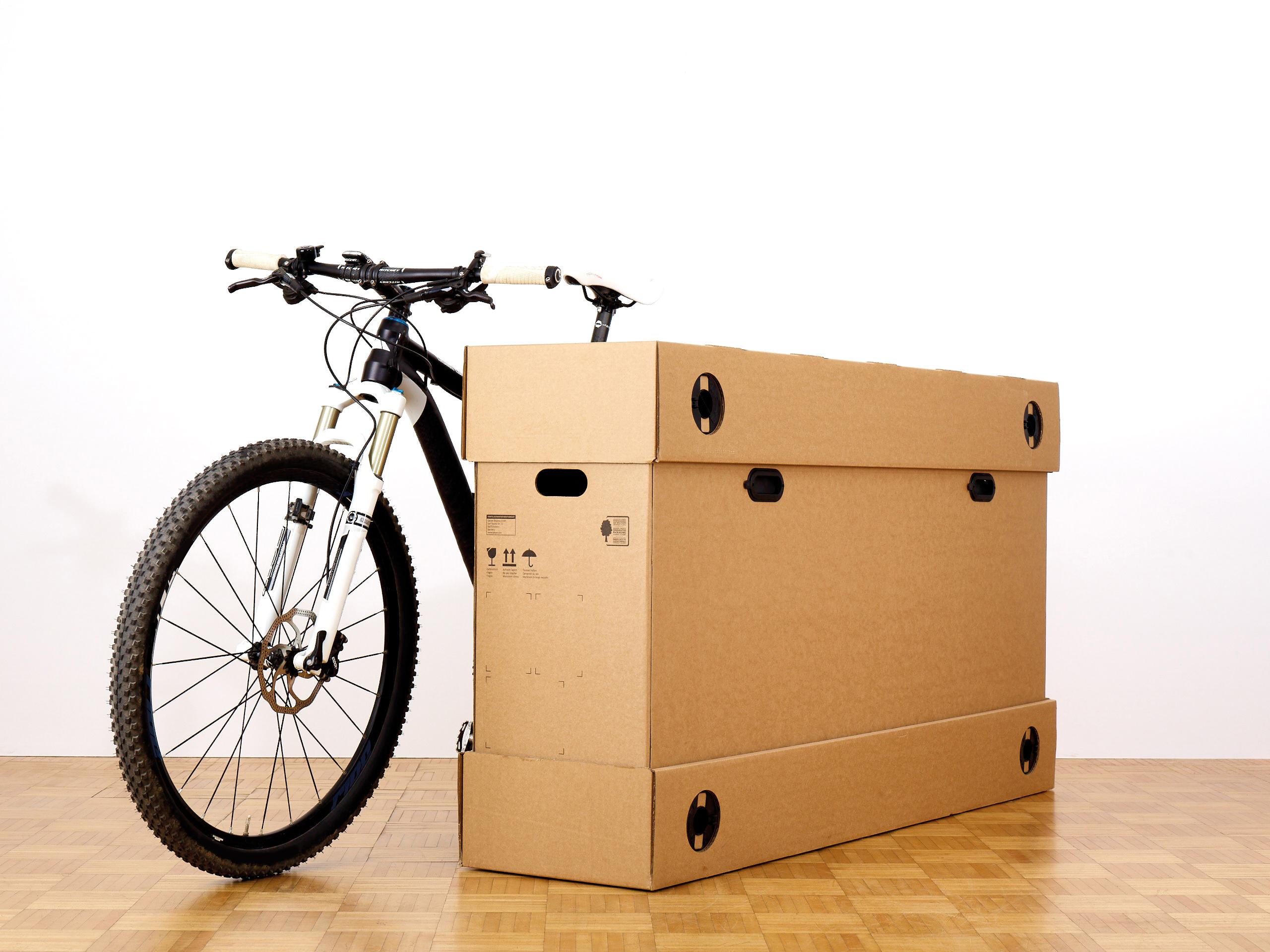 Transportverpackung aus Wellpappe mit einem Fahrrad